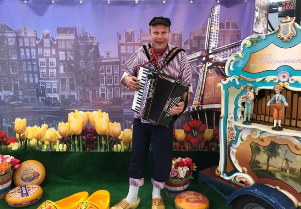 Holland in een notendop draaiorgel hollands entertainment Nederland in het klein