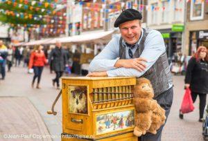 Mini draaiorgeltje orgelman draaiorgel draaiorgelverhuur huren te huur markt braderie verzorgingshuis ambachtenmarkt