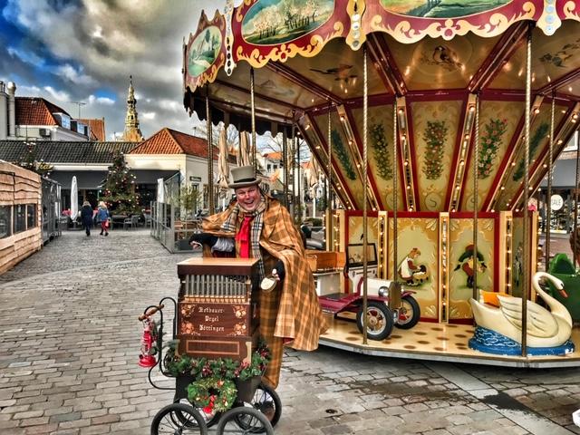 Dickens orgelman Kerst Entertainment op veilige afstand. Live kerstmuziek op kerstmarkt, winkelcentra of bedrijf, binnen de Corona regels